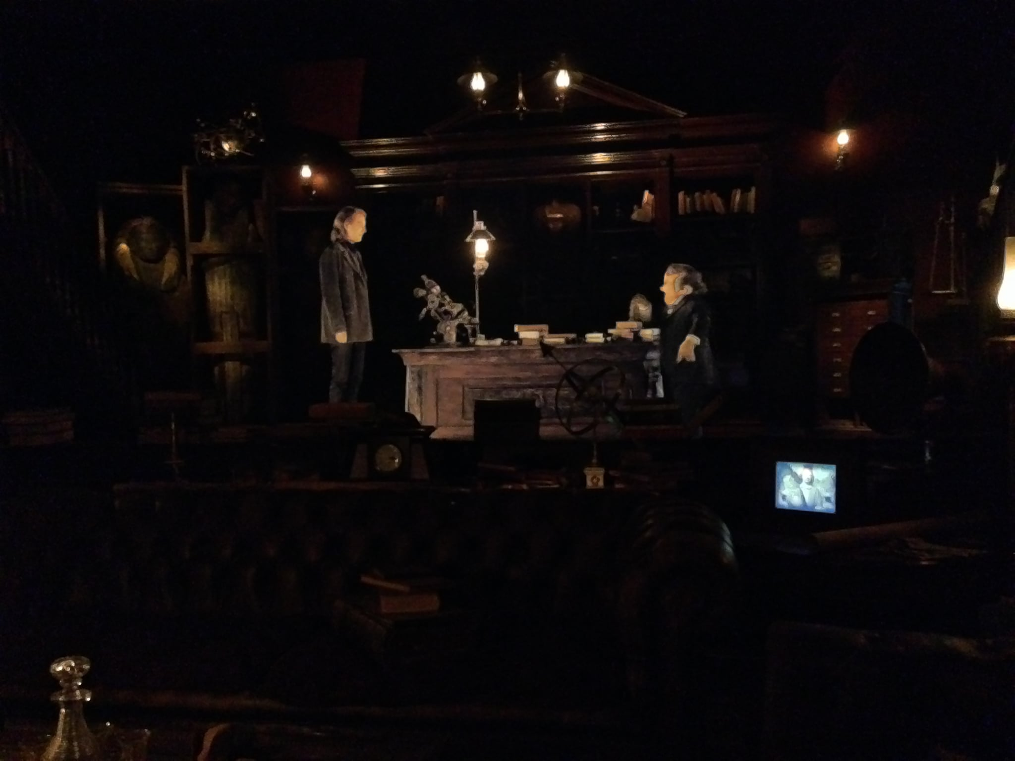 As you progress in the queue for the ride you stop to watch a preshow that takes place in Bill Weasley's office. There are real props in the foreground while the introduction takes place on a screen in the background. You can even see moving portraits of the Weasleys, including the photo of them in Egypt which is featured in the movie.