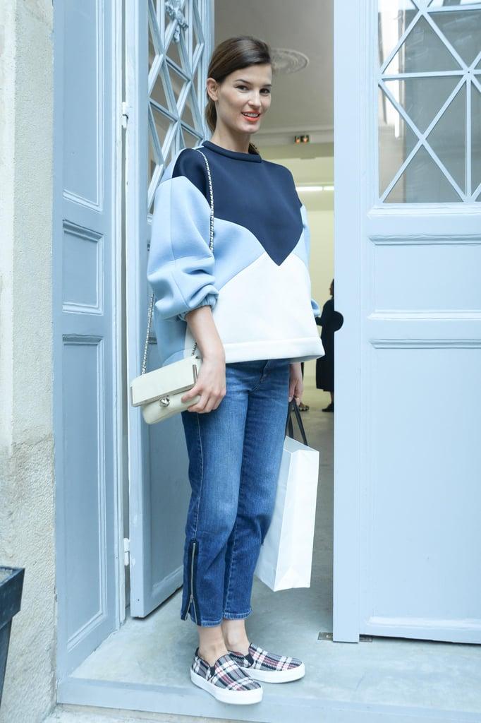 Hanneli Mustaparta arrived in adorable and casual attire at the Spring Delfina Delettrez presentation.