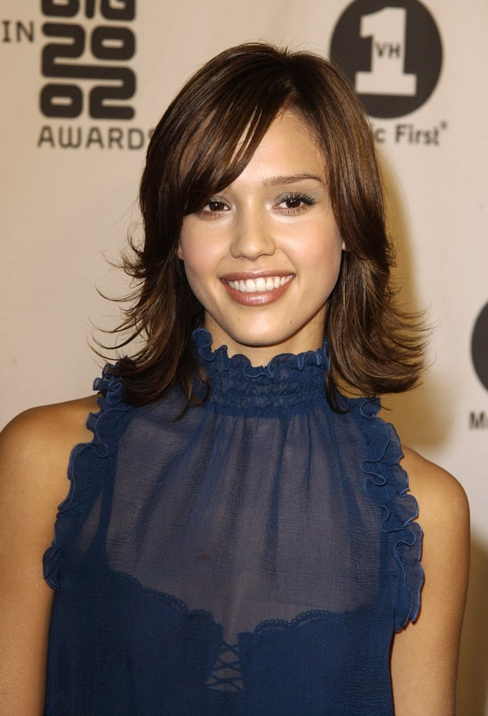 At the VH1 Big in 2002 Awards, Jessica sported shoulder-length hair flipped outward and a neutral makeup palette.