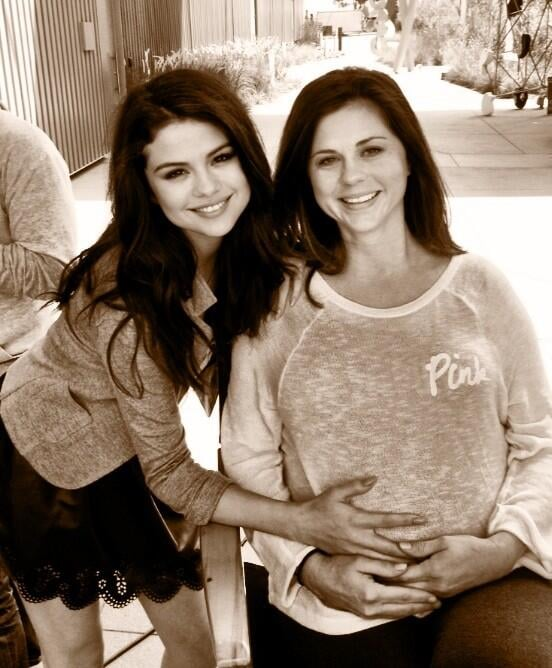 Selena Gomez clutched onto her mom's possible baby bump on Mother's Day. Source: Twitter user SelenaGomez