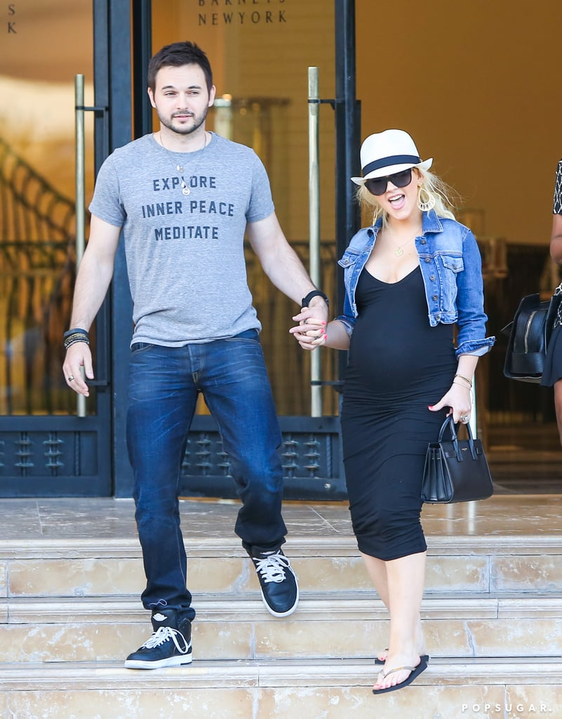 Pregnant Christina Aguilera Is Hanging Loose