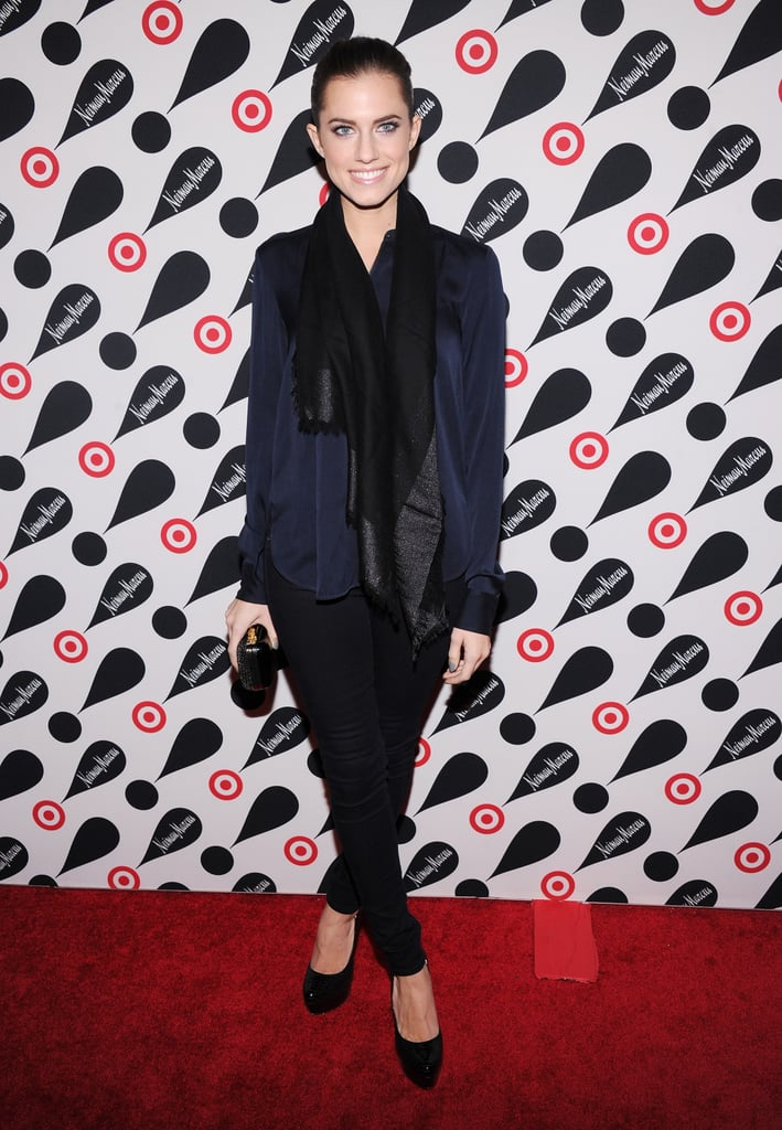 Allison Williams kept it classic and cool in a navy blazer and black skinnies.
