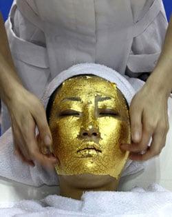 UMO's Ultimate 24-Carat Gold Facial