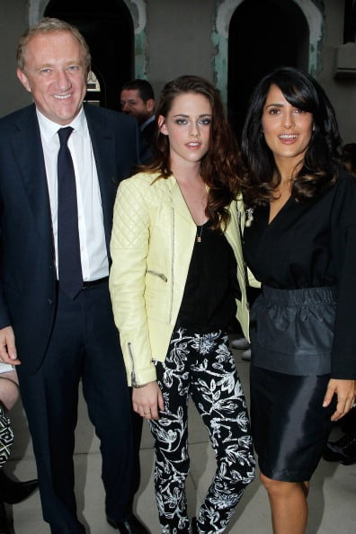 Kristen Stewart posed with Salma Hayek and François-Henri Pinault.