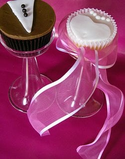 Yummy Link: Bride and Groom Cupcakes