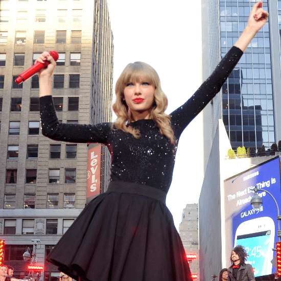 Taylor Swift Promotes Album Red (Video)