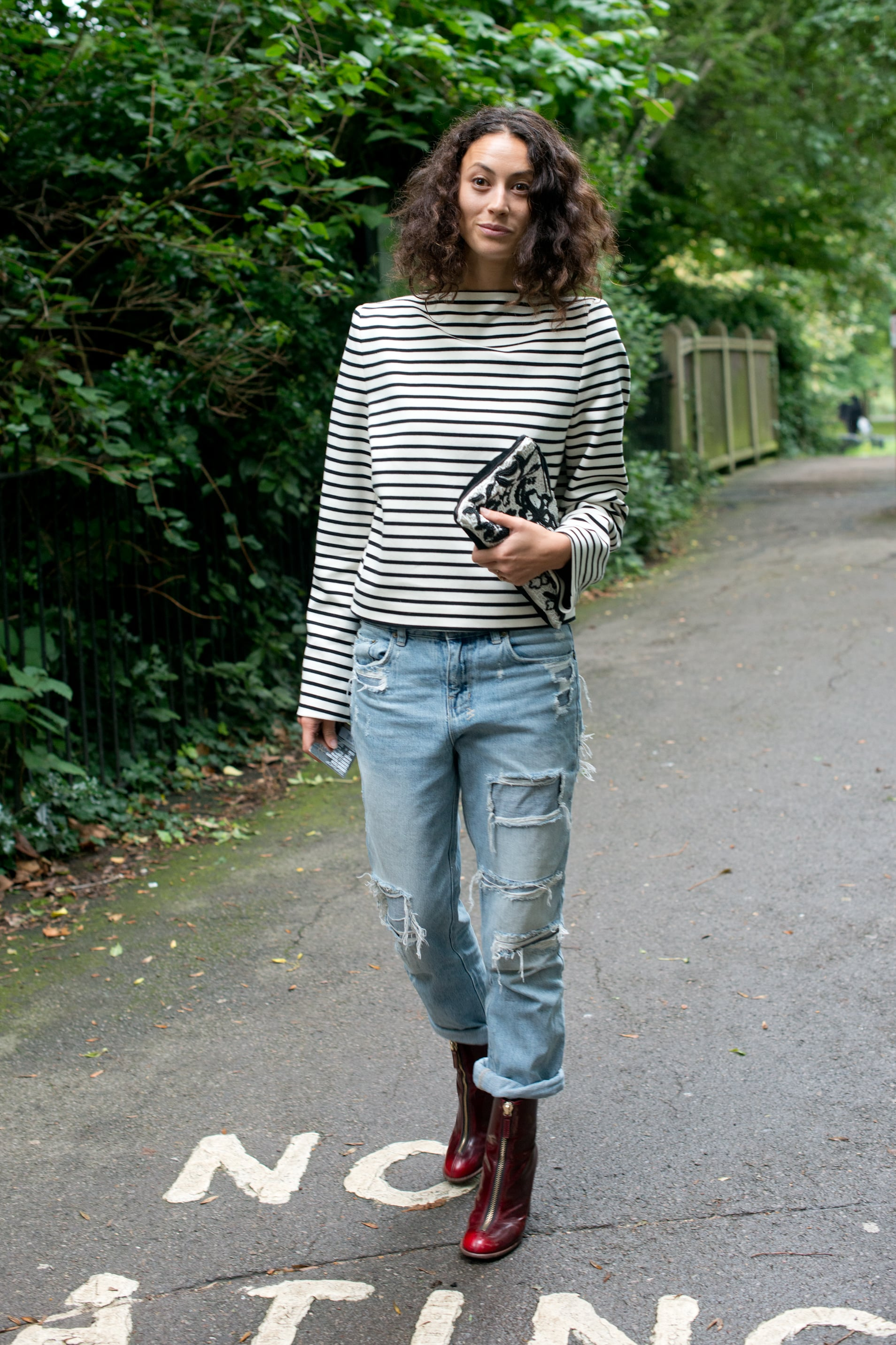 The top and jeans might have been totally casual, if not for the addition of an embroidered clutch and a pair of burgundy boots.