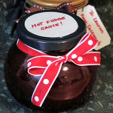Easy Homemade Holiday Gift: Hot Fudge Sauce