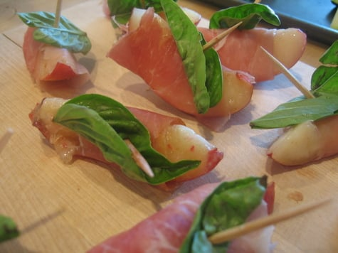 Yummy Link: Nectarines with Prosciutto and Basil