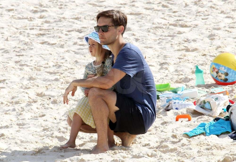 Tobey Maguire on the beach with his daughter.