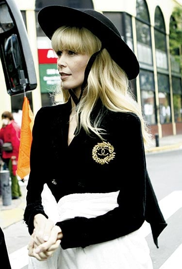 First Peek: Claudia Schiffer's Spring 2010 Chanel Ad Campaign Shoot