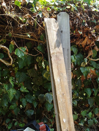 Make a Cheap and Sturdy DIY Vegetable Garden Box Out of Old Boards