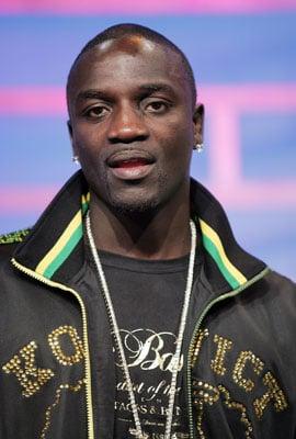 Sugar Bits - Akon Finally Apologizes