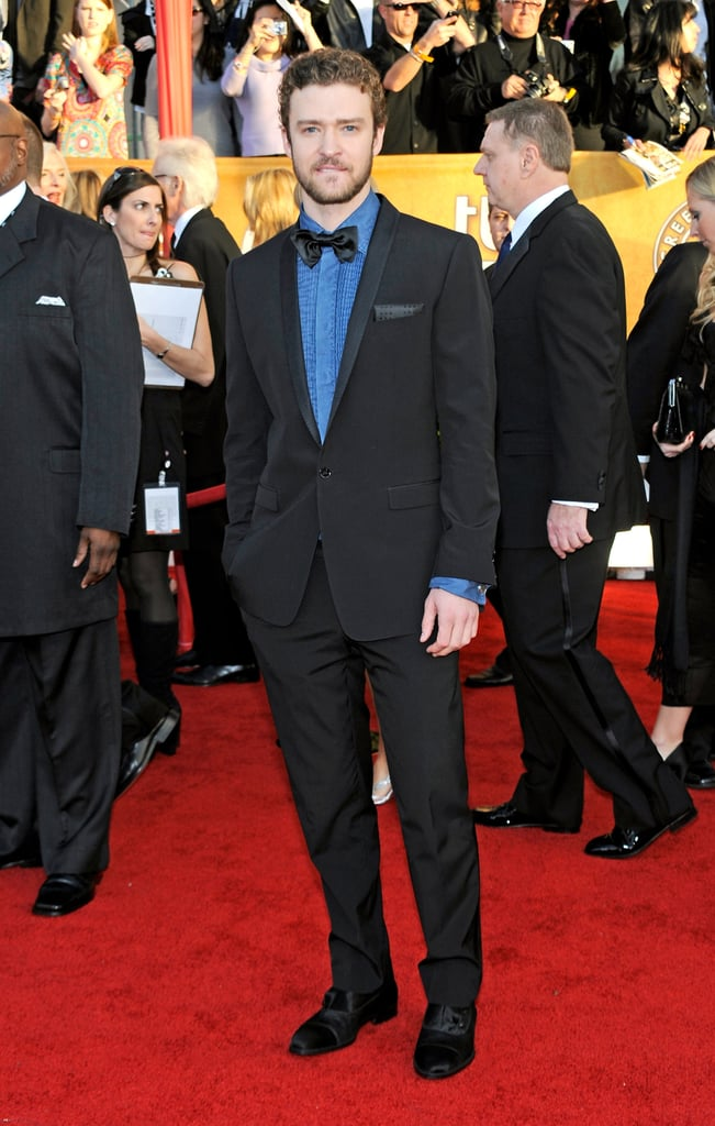 For the SAGs in 2010, Justin added a punch of color to his suit with a bright blue ruffled shirt.