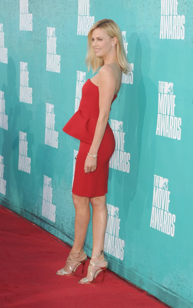 Charlize Theron went strapless at the MTV Movie Awards.
