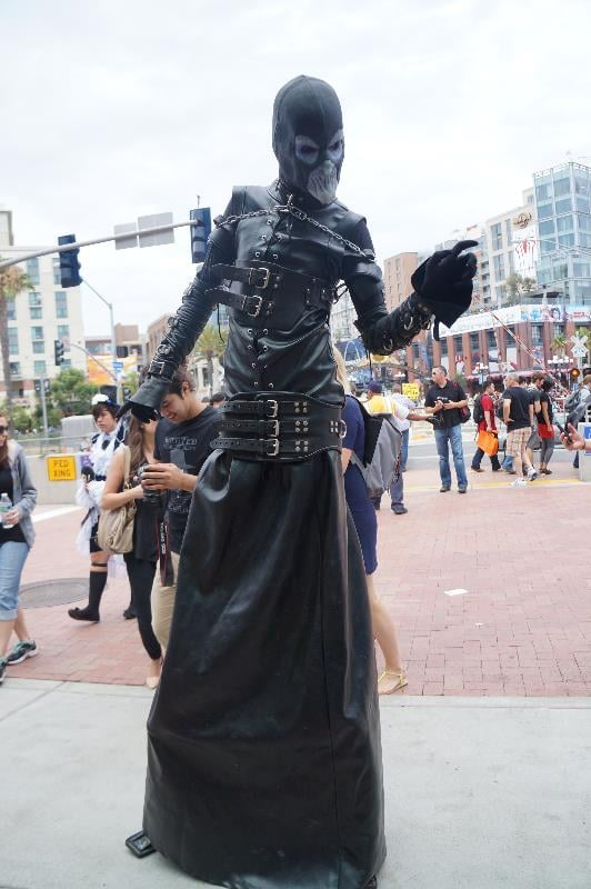 This tall superhuman cosplayer definitely caught our eye.