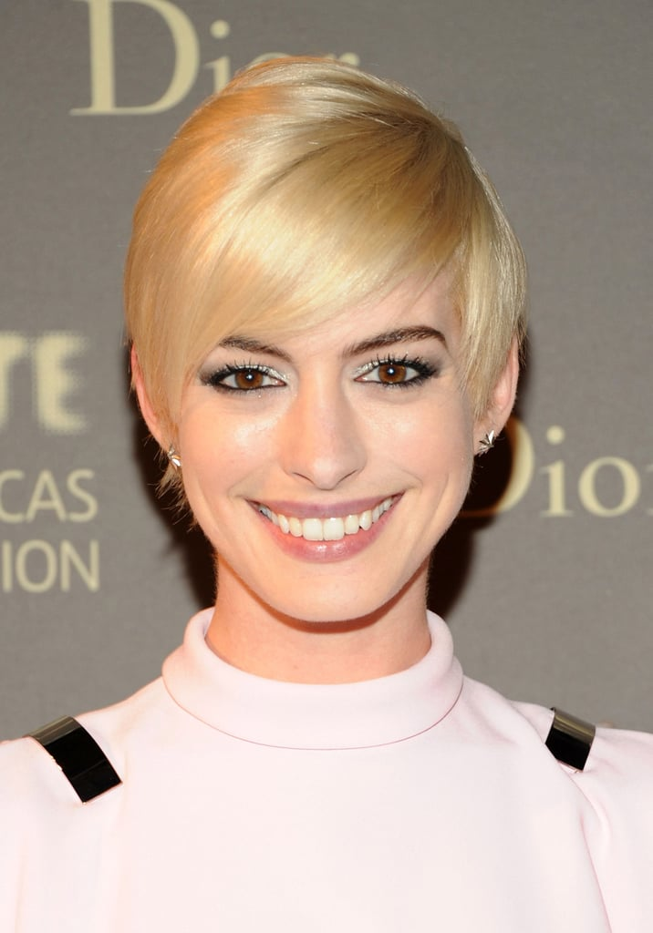 Anne Hathaway's fresh blonde crop
