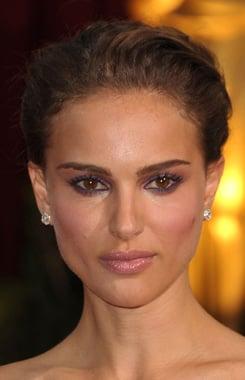 Natalie Portman Oscars 2009: Hair and Makeup Photo