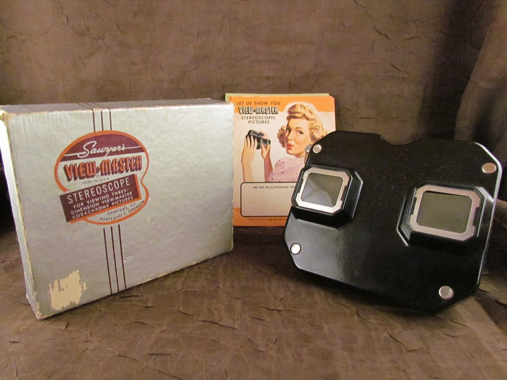 With the minimalist lines, bubble graphic, and directions adorned with a pinup girl, the Sawyer's View-Master is a midcentury collector's dream. Source: Etsy user TheSpiralAttic