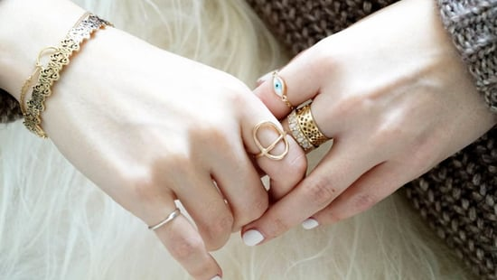 5 Important Tips For Wearing Fake Jewelry When You Have Sensitive Skin