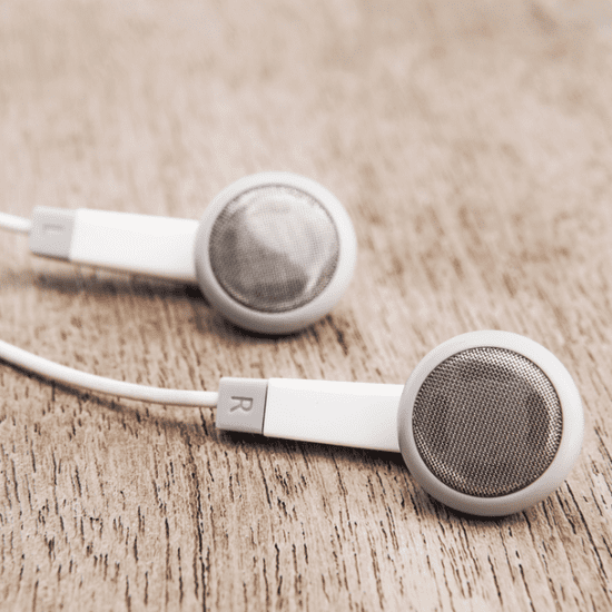 How to Properly Clean Your Earbuds
