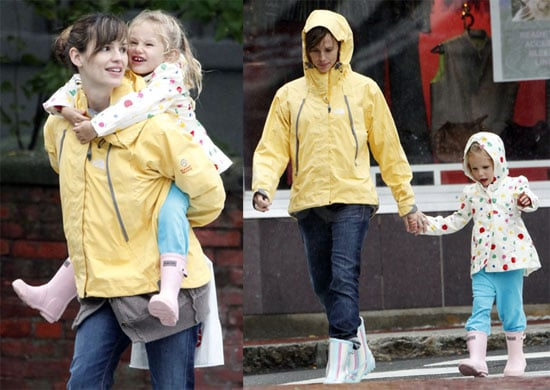 Photos of Jennifer Garner And Violet Affleck Taking a Walk in Rainy Boston