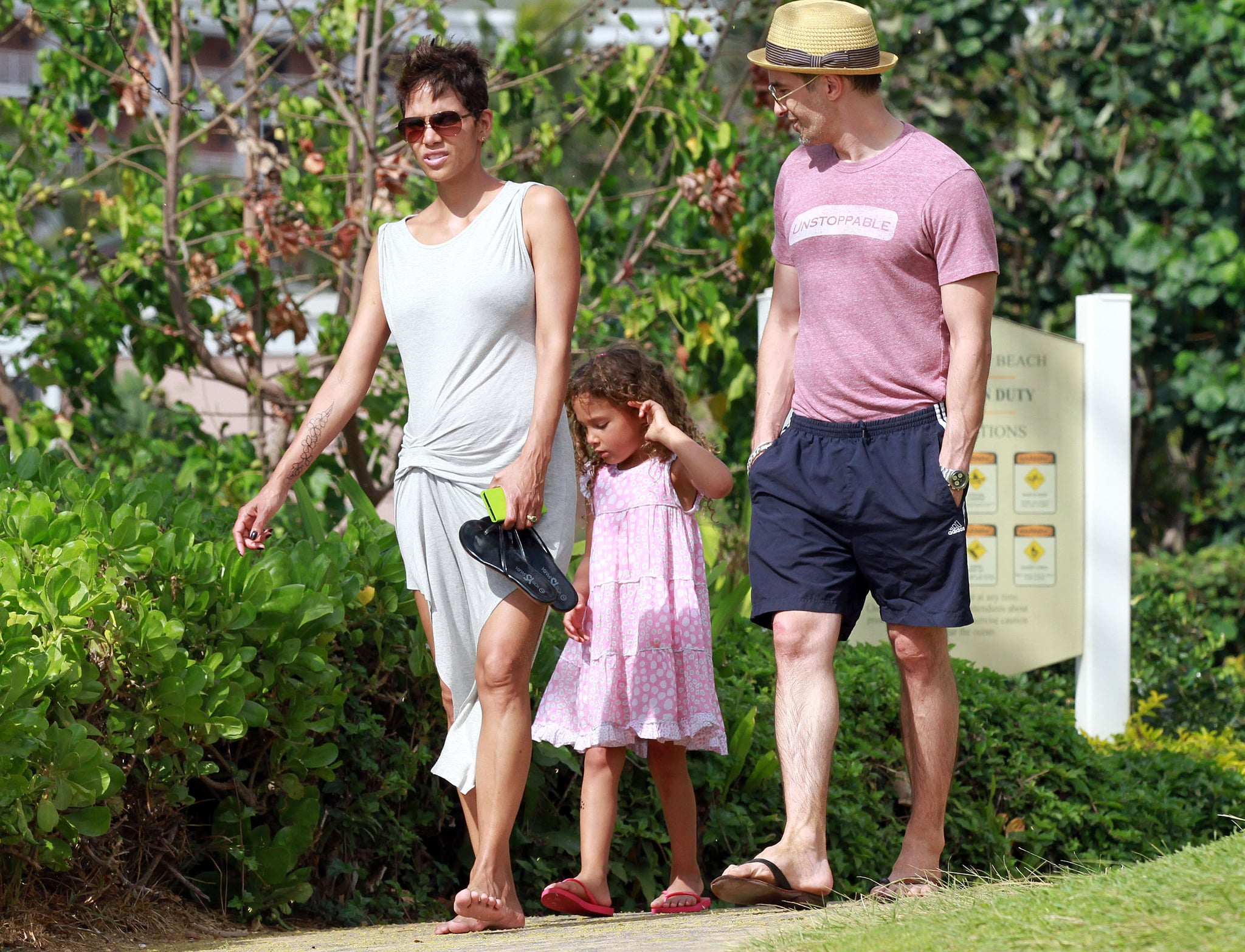 Halle Berry, Olivier Martinez, and Nahla Aubry took a stroll during their Hawaiian getaway.