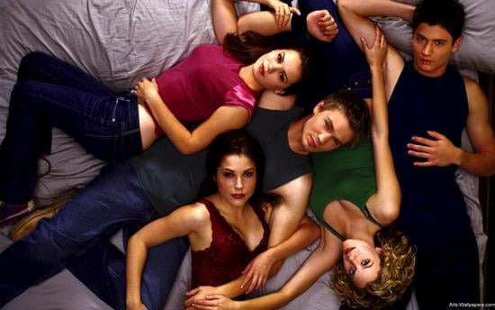 17 TV Shows We Miss from the 2000s