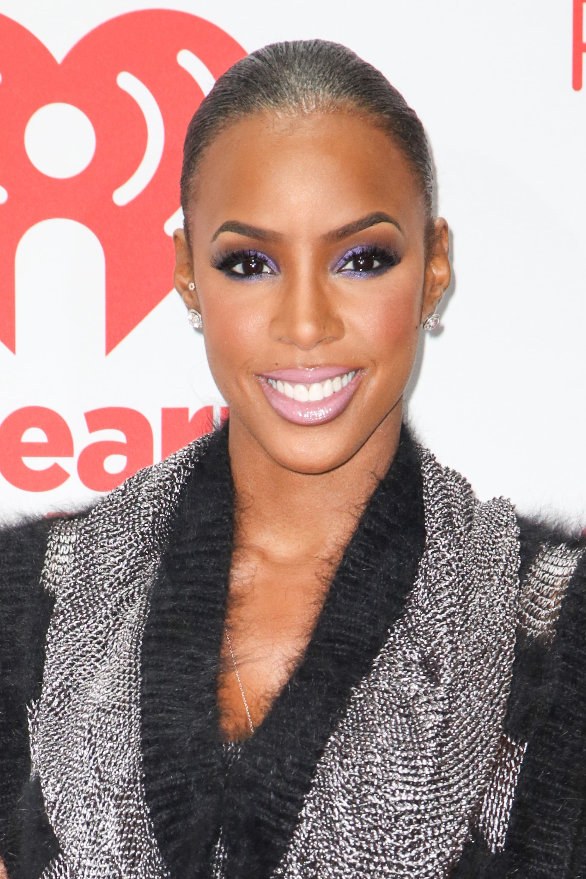 Kelly Rowland stuck with a coordinating makeup palette of purples and pinks at the iHeartRadio Music Festival.