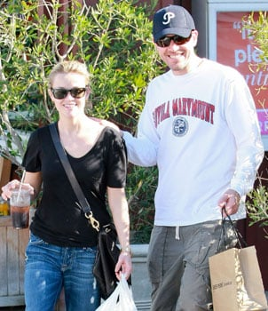 Reese Witherspoon and Jim Toth Engaged 2010-12-28 14:14:55