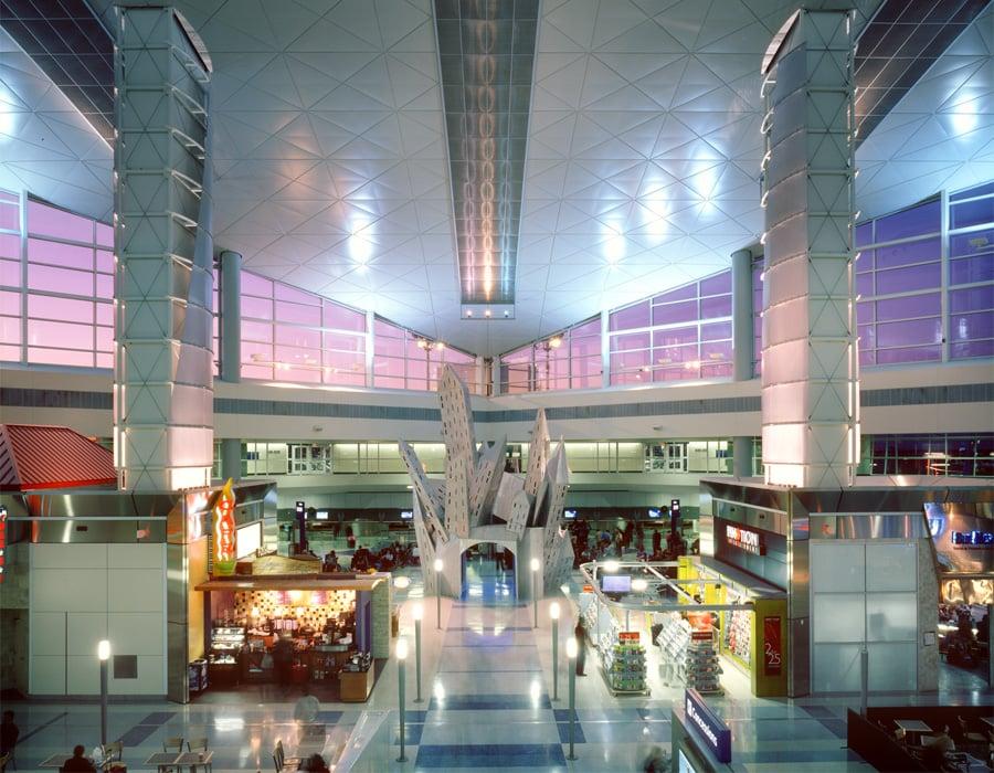 Dallas/Fort Worth International Airport (DFW)