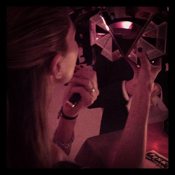 Aussie supermodel Jess Hart touched up her makeup (in the dark) at the Met Gala. Source: Instagram user 1jessicahart