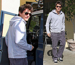 John Mayer Has Lunch With Friends