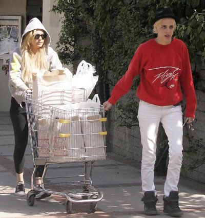 Lindsay Lohan and Samantha Ronson at the Grocery Store