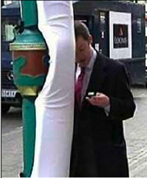 Padded Lampposts Tested in London to Prevent Cell Phone Texting Injuries