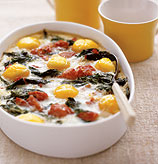 Fast & Easy Dinner: Baked Eggs with Spinach and Tomatoes