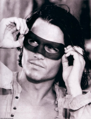 Does Johnny Depp Look Like Orlando Bloom in this picture?