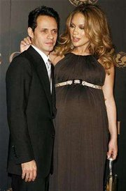 Jennifer Lopez delivers twins in New York
