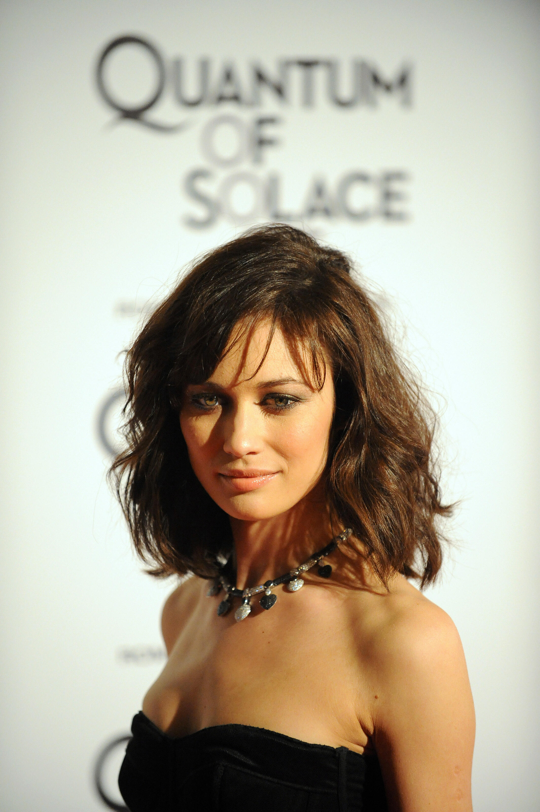 Hairstyle for short wavy hair female