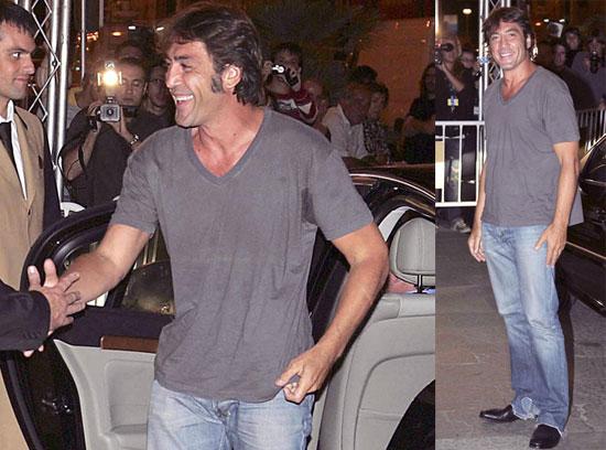 Javier Greets the San Sebastian Flashes Smiling