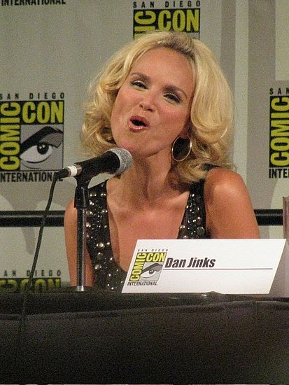 """Kristin Chenoweth Sings """"Somewhere Over the Rainbow"""" at Comic-Con"""