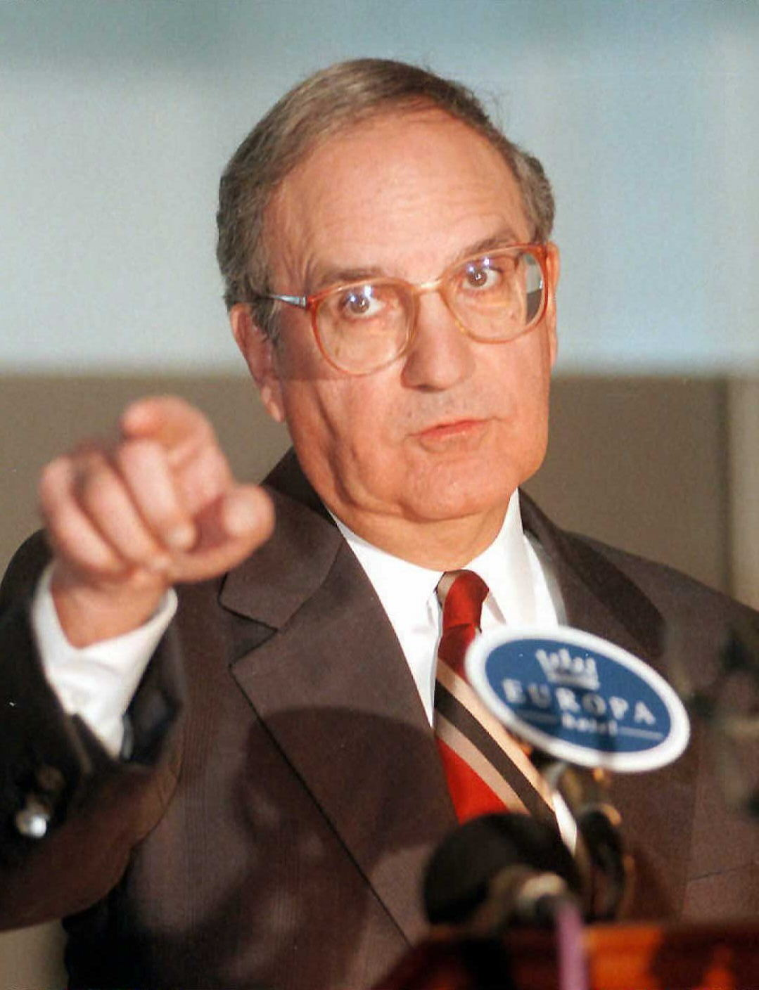 George Mitchell served as the Senate Majority leader between January 3, 1989 to January 3, 1995.<br />