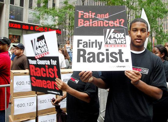 "Rapper Nas Gives Petition to ""Propaganda Machine"" Fox News"