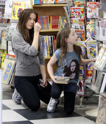 Kate and Lily Are Bookworms