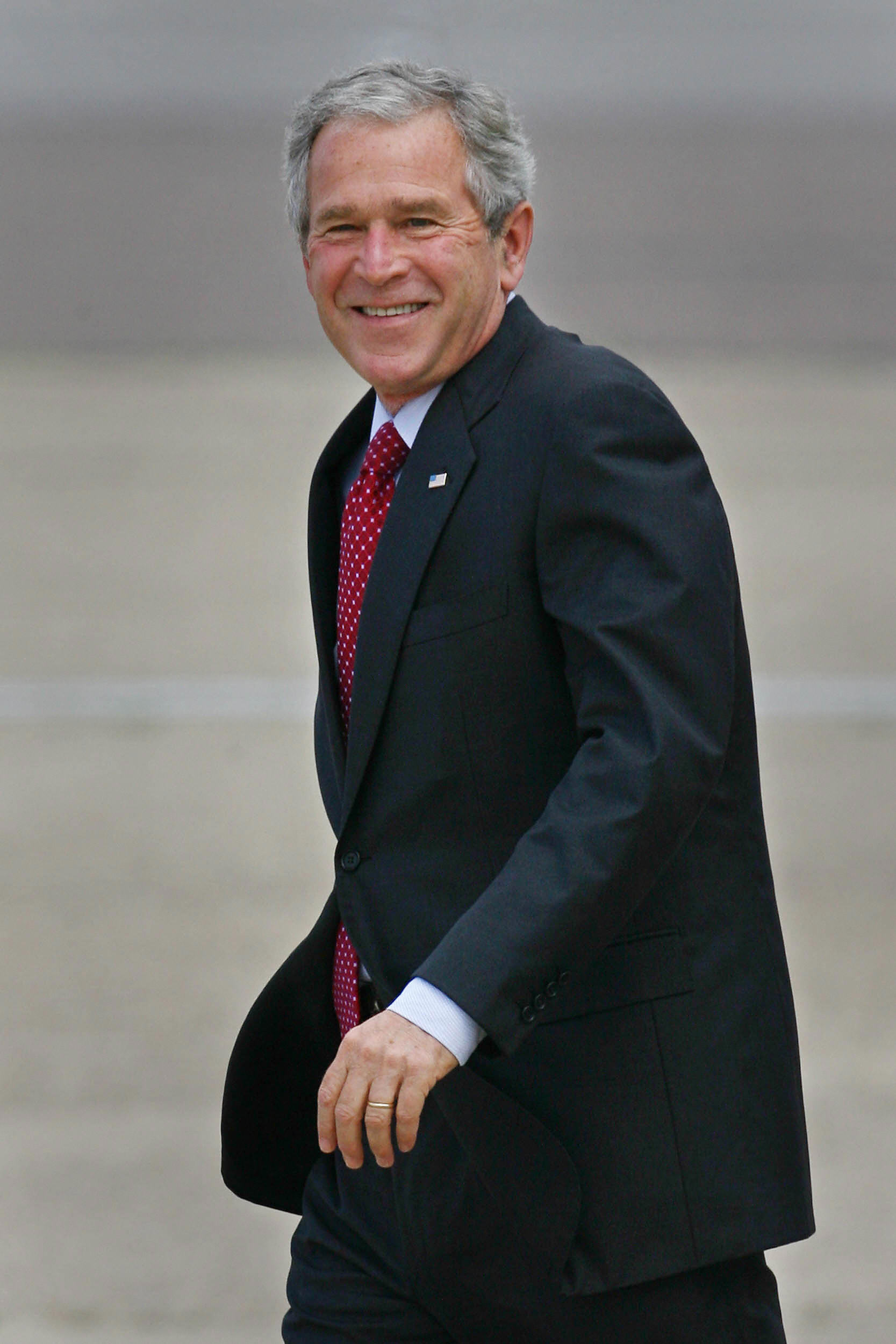 Bush lands at Heathrow after stops in Slovenia, Germany, Italy, the Vatican and France.