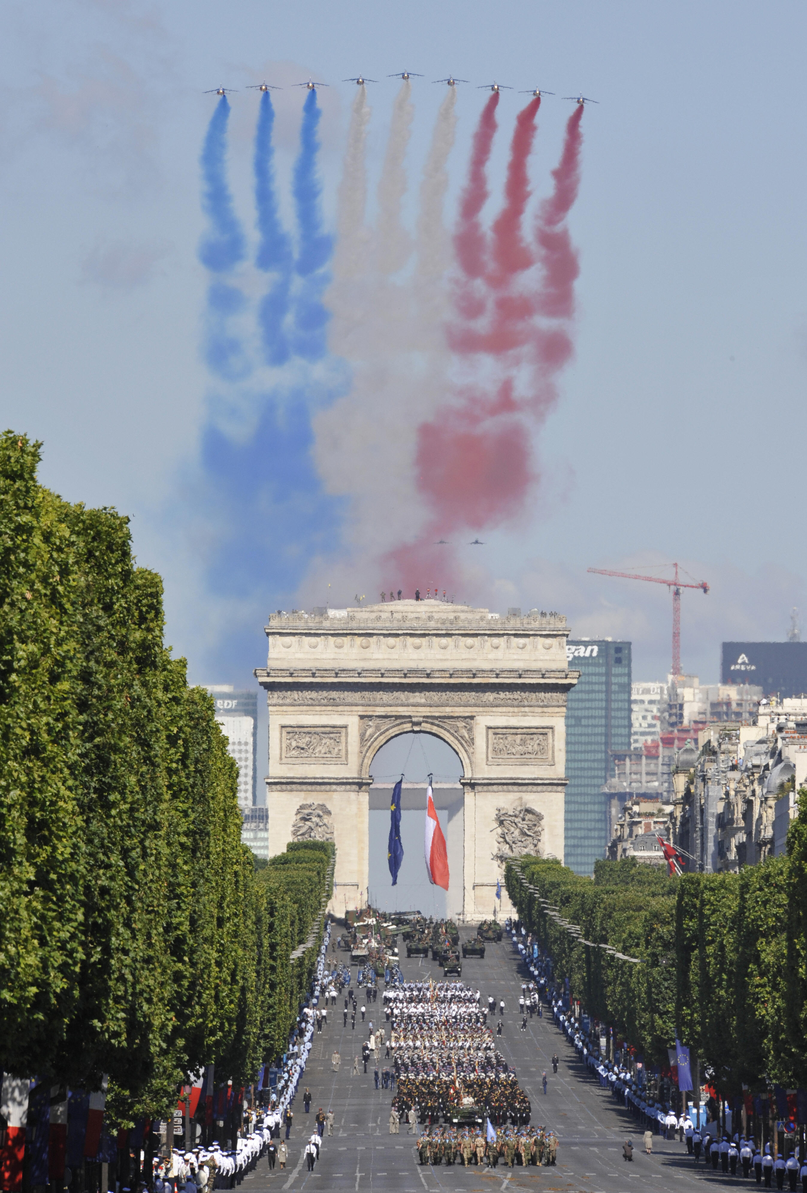 French air force Alpha Jets fly over the Arc de Triomphe.