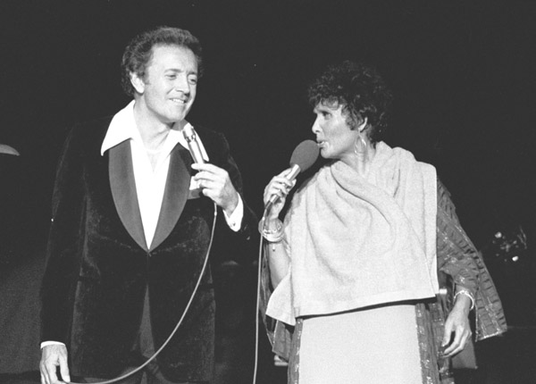 Lena singing with Vic Damone in 1979.