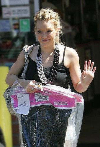 Hilary Duff Picks Up her Drycleaning