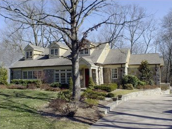 This Just In: Kelly Clarkson Buys a Country Crib