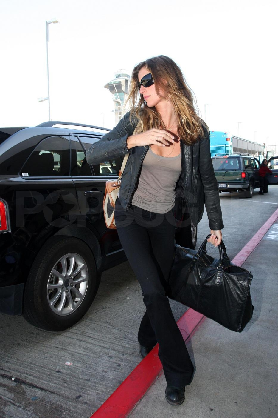 Tom and Gisele Fly Out